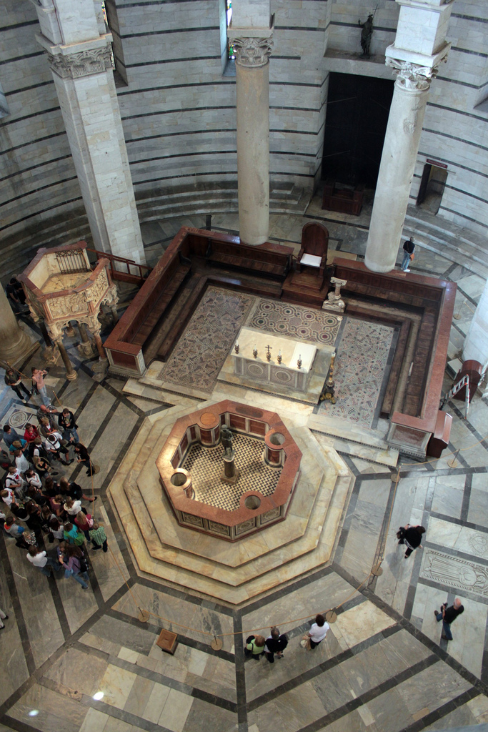 5041483129 af66c186f3 b Pisano Pulpit Pisa1 Nicola Pisanos Baptistery Pulpit in Pisa